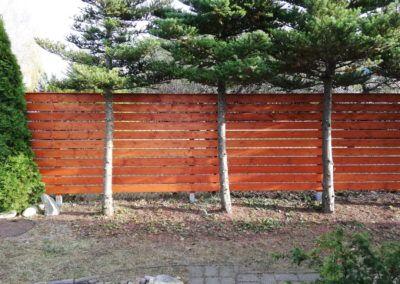 proste ogrodzenie drewniane